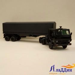 Коллекционная модель Камаз 5410 с тентом. Черный.